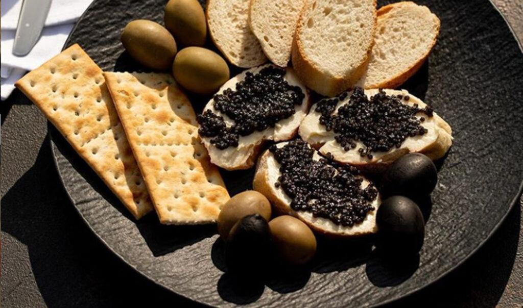 How to accompany and serve Caviar 1 - Caviar Lover